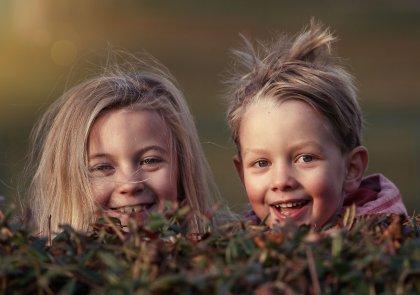 Ondeugend als een kind speels genieten voor volwassenen