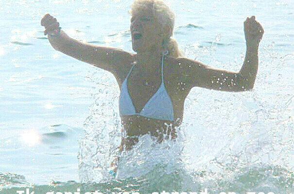 Geniet en leef: Tineke geniet van strand en water