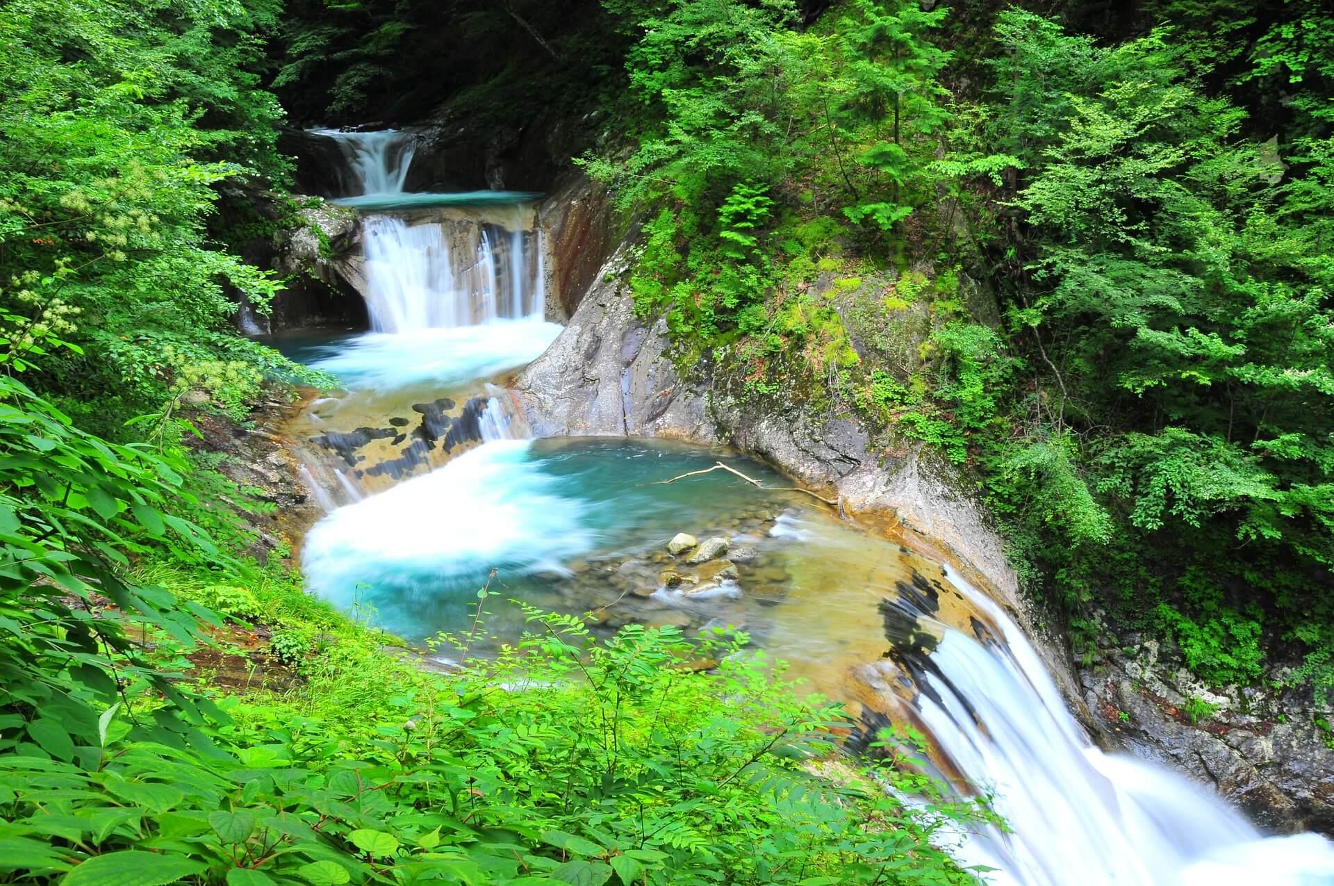 helende waterval meditatie