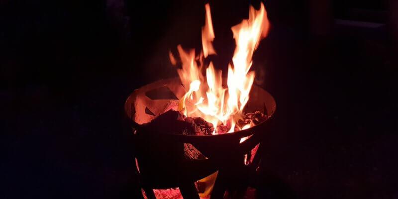 Rond het Kampvuur: vlammen in het donker