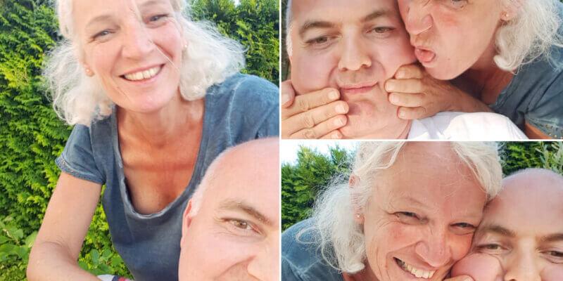 Tineke wordt zowaar ondeugend tijdens de bbq van rond het kampvuur voor de verjaardag van Hans (bbq 29 juni 2018)