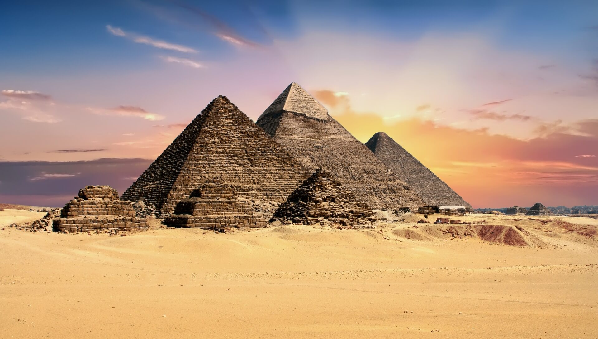 het regent zonnestralen pyramides egypte